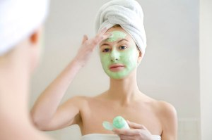 woman-applying-face-mask